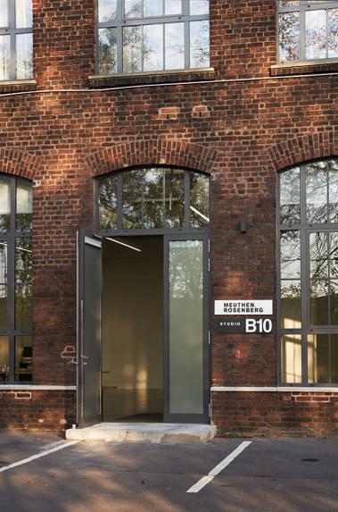 Studio Düsseldorf Postproduction Photography 400 qm Fläche Rolltor Tageslicht Design